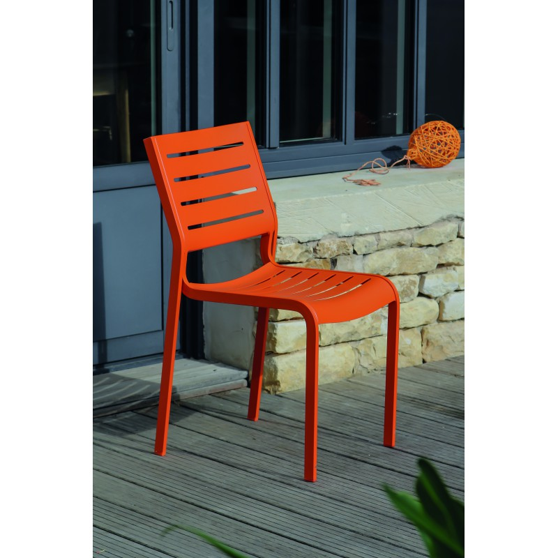 Stunning chaise salon de jardin orange photos design for Salon jardin table et chaise